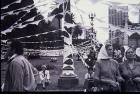 Colgada de pañuelos de las Madres en Plaza de Mayo