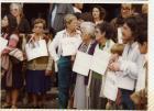 Hombres y mujeres con carteles con los nombres de desaparecidos
