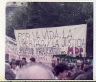 """Pancarta """"Por la vida, la libertad y la justicia"""" del sector femenino del MDP"""